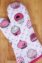 Load image into Gallery viewer, Order now casa decors set of apron oven mitt pot holder pair of kitchen towels in a valentine cup cakes design made of 100 cotton eco friendly safe value pack and ideal gift set kitchen linen set