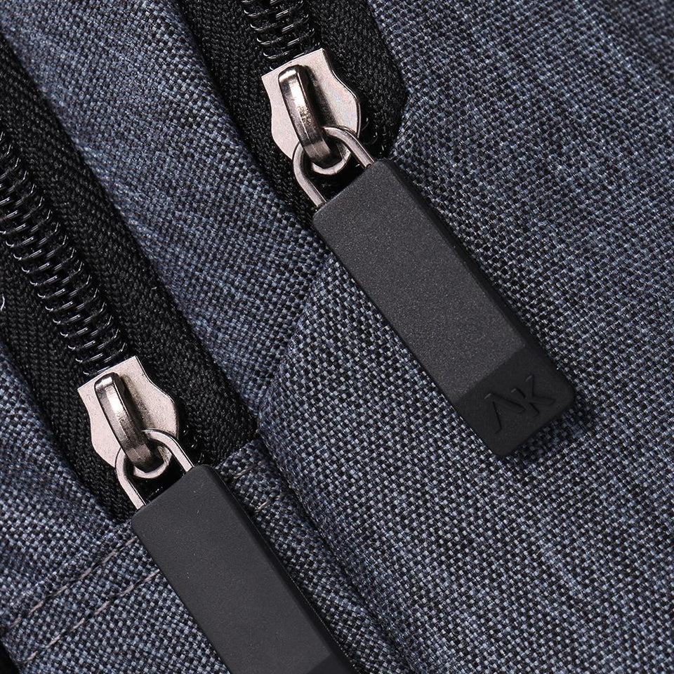 Durable teens' backpack with customized zippers