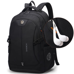 Backpack with external earbud port