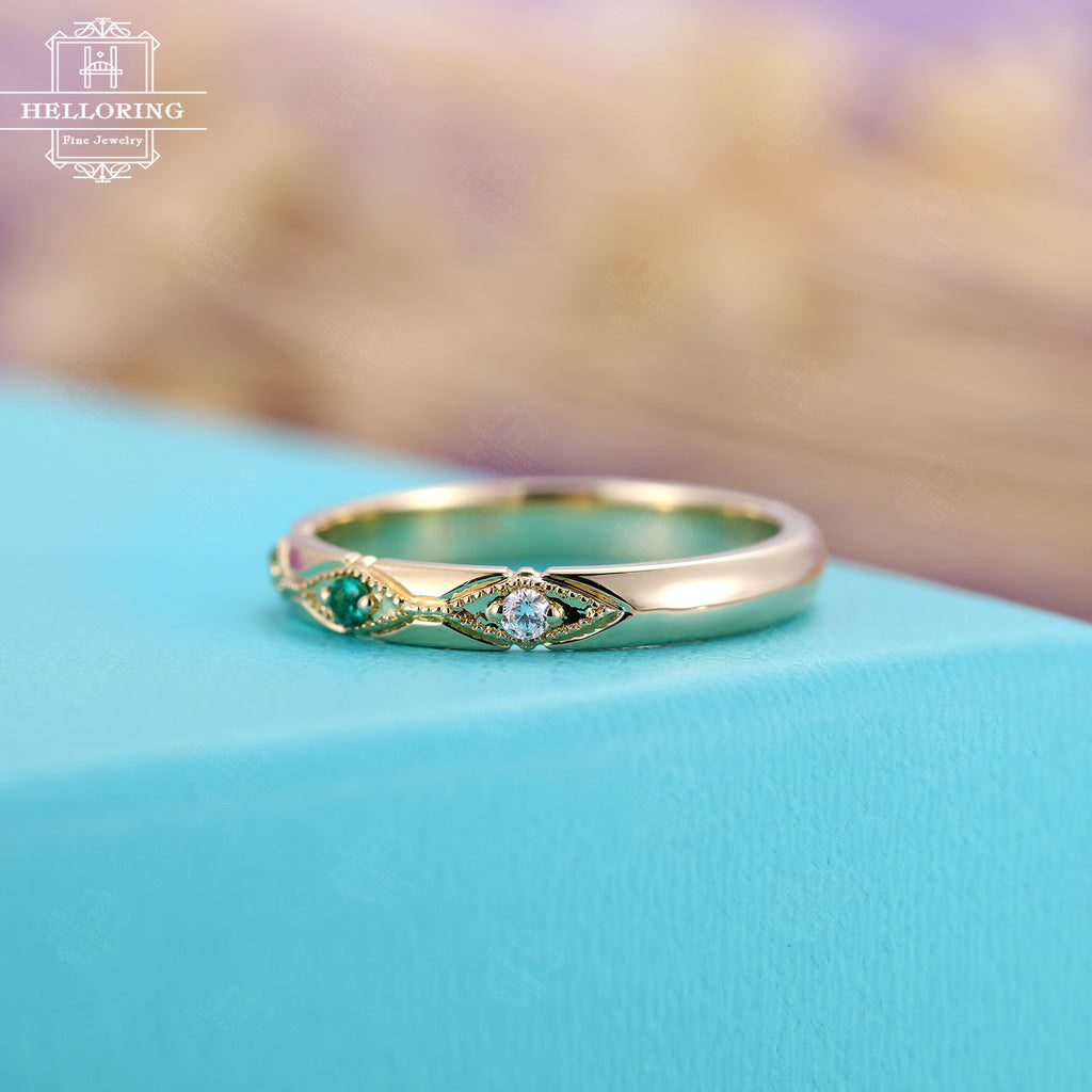 Vintage Emerald/Diamond/Peridot wedding band, Yellow Gold Women/Mens band Unique Bridal Jewelry Stacking Birthstone Alternative Promise ring