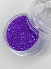 Load image into Gallery viewer, Date Night Eyeshadow Glitter - House Of Beauty by Paris J