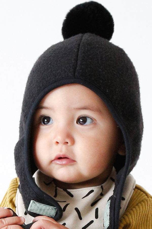 ChocolateSoup FLEECE POMPOM BONNET BLACK
