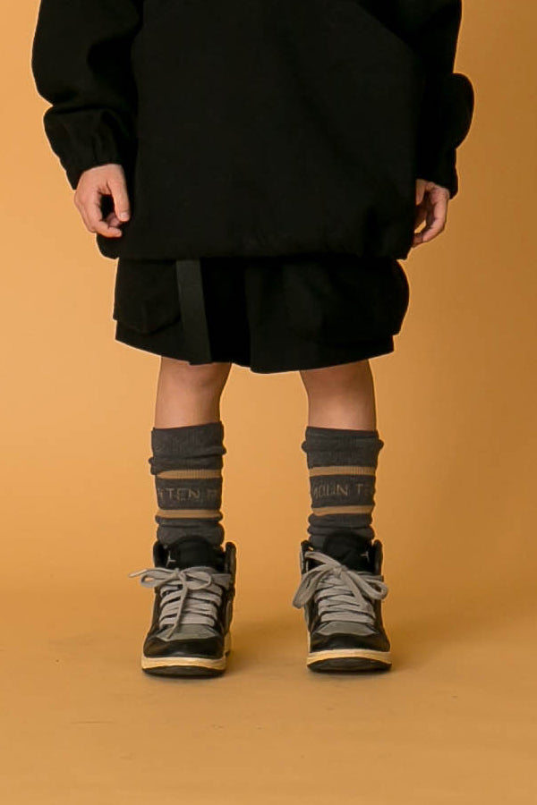 MOUN TEN. line socks charcoal