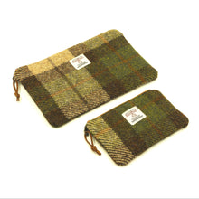 Load image into Gallery viewer, Harris Tweed Medium Zipper Pouch