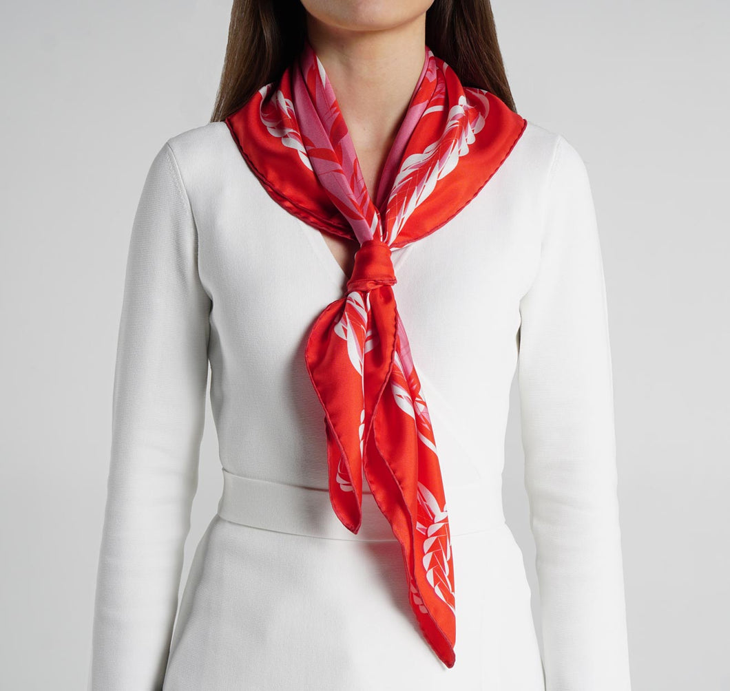 Queen Foulard Rouge and Rose Silk Scarf on model