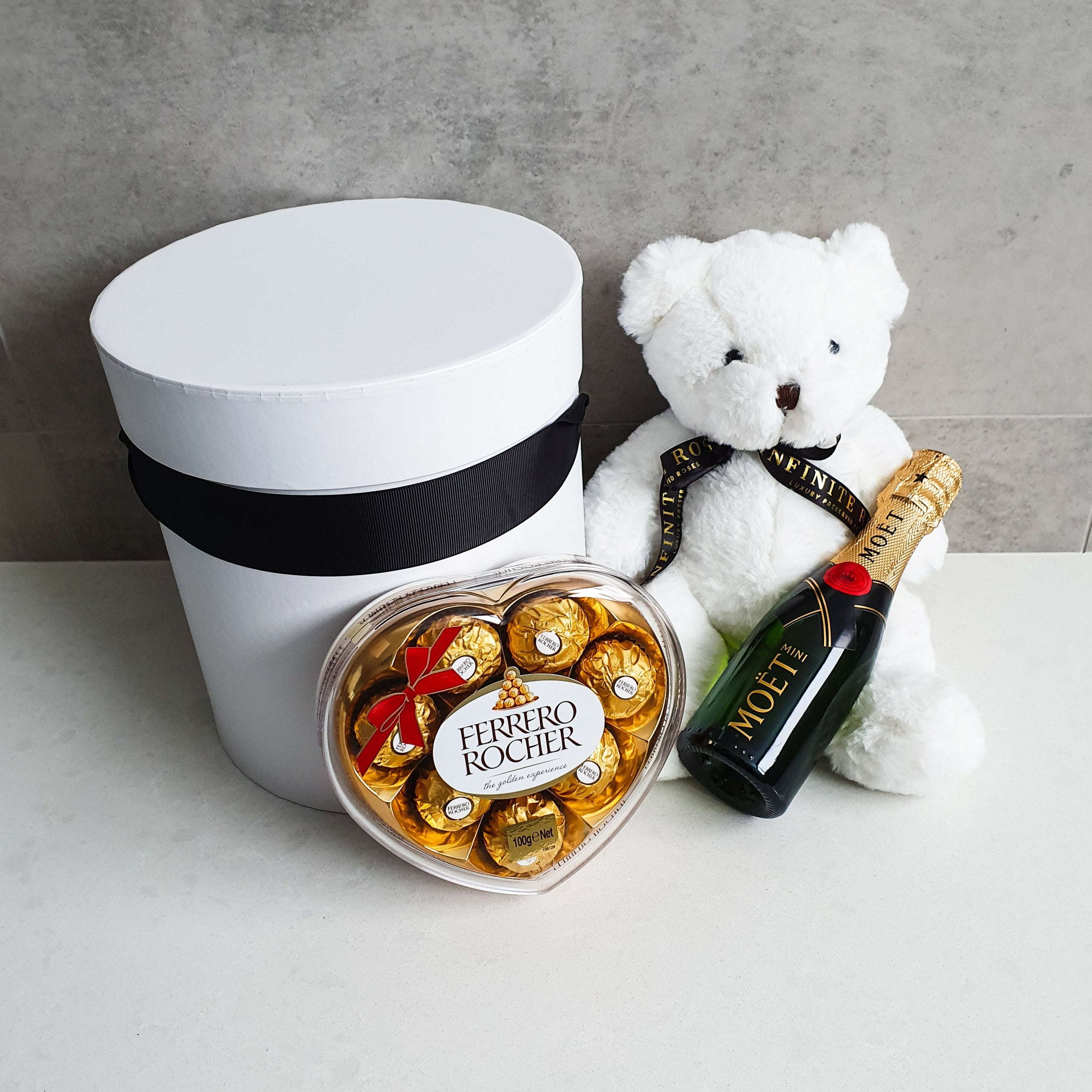 Infinite Rose | Mi Amor Gift Hamper - Moet & Chandon