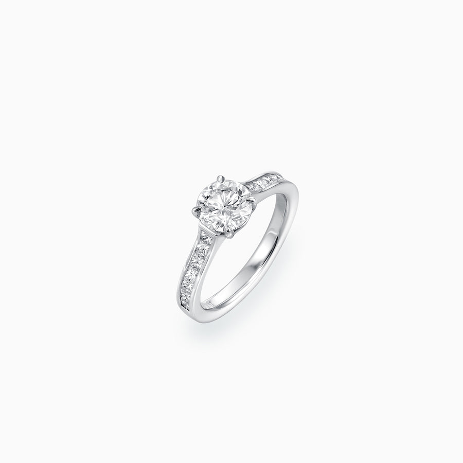 18K White Gold Round Brilliant Diamond Ring
