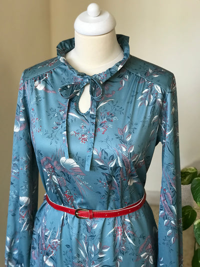 1970s Vintage Floral Long Sleeve Tie Neck Dress