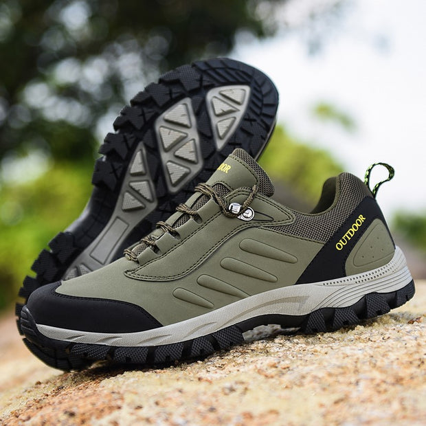 Man's anti-skid comfortable outdoor athletic hiking sneakers