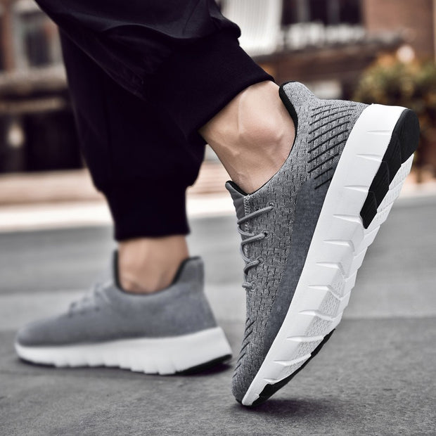 Man's mesh fabric breathable portable comfortable elastic running sneakers