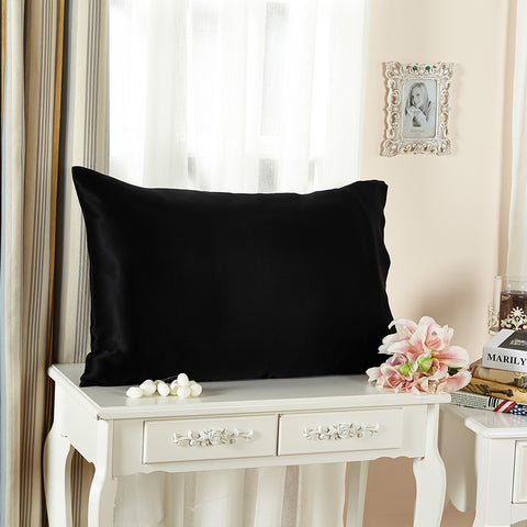 products/Olesilk_Envelope_Silk_Pillowcase_-_black_5a0aa947-9c7a-4030-a00b-36248b1b56fa.jpg