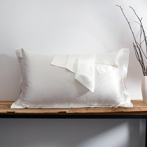 products/Olesilk_Oxford_Silk_Pillowcase_Ivory_54956378-3532-4af9-9d39-8c37efd8efda.jpg