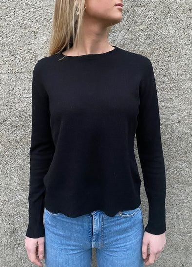 Round neck sweater - svart