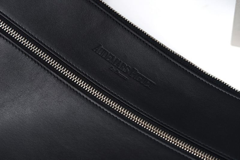 Black Leather Luxury Bag Made in Italy Zipper Compartment