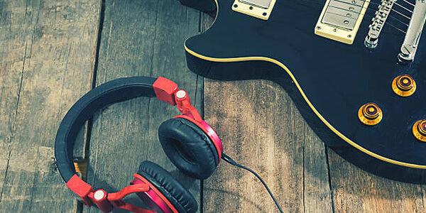 Can You Plug Headphones in your electric guitar?