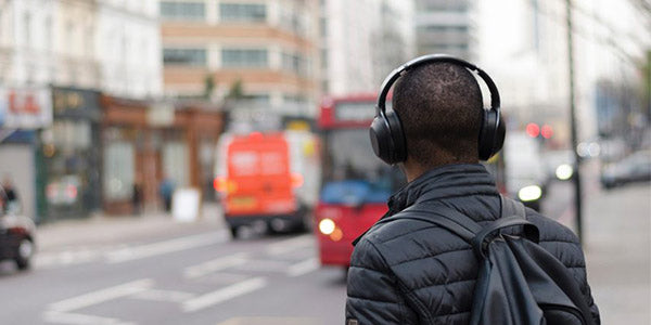 What To Look Out For In Picking A Good Travel Headphone?