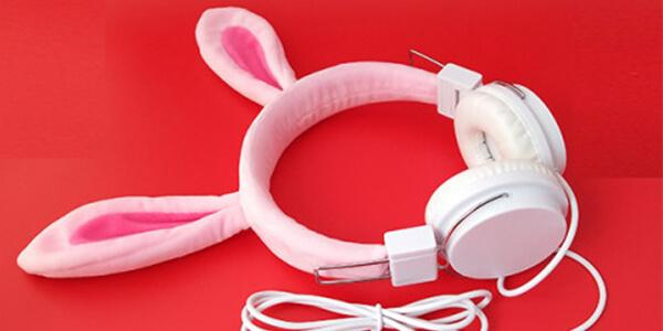 Who can use cartoon headphones