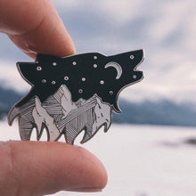 Load image into Gallery viewer, Starry Night Wolf Pin