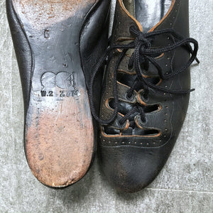 1940s lace up shoes . vintage 40s CC41 shoes