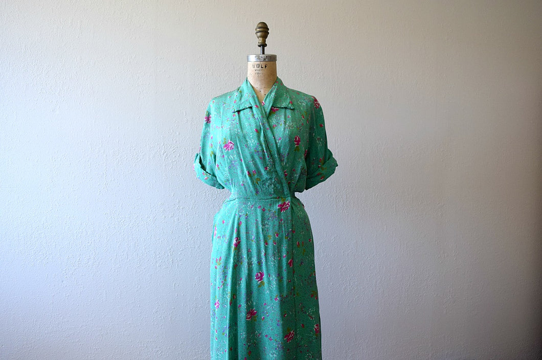 1940s green dressing gown . vintage 40s rose print dress