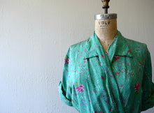 Load image into Gallery viewer, 1940s green dressing gown . vintage 40s rose print dress