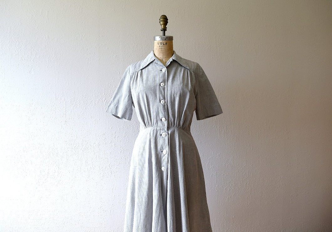 1940s striped dress . vintage 40s seersucker dress