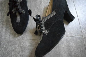 1930s 1940s shoes . black suede lace up heels