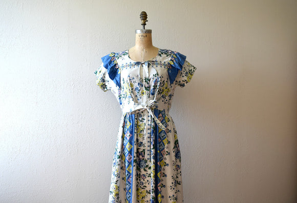 1940s dressing gown . vintage 40s floral print dress