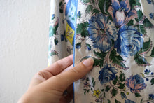 Load image into Gallery viewer, 1940s dressing gown . vintage 40s floral print dress