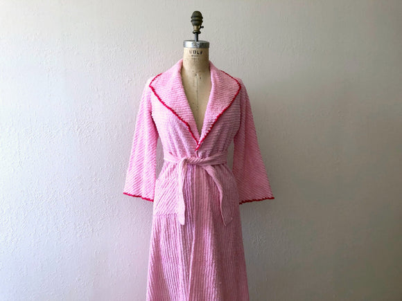 1940s chenille robe . pink robe with cherries