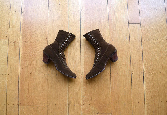 Edwardian boots . antique 1910s brown velvet shoes