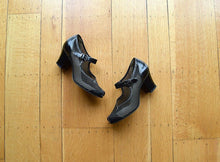 Load image into Gallery viewer, 1940s Mary Jane shoes . vintage 40s shoes