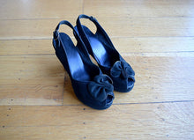 Load image into Gallery viewer, 1940s platform shoes . vintage 40s black suede heels . 5.5 6