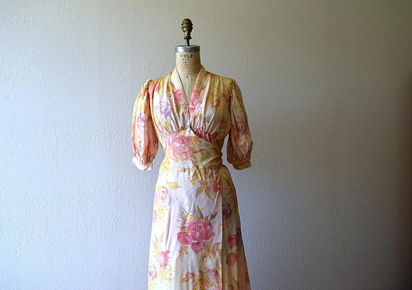 1930s dressing gown . vintage 30s rose print dress