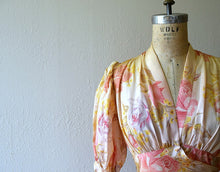 Load image into Gallery viewer, 1930s dressing gown . vintage 30s rose print dress