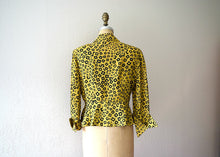 Load image into Gallery viewer, 1940s blouse . vintage 40s rayon print top