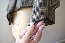Load image into Gallery viewer, Victorian bodice . antique gingham jacket