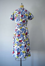 Load image into Gallery viewer, Vintage 1940s dress . 40s leaf print dress