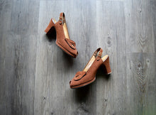Load image into Gallery viewer, 1940s platform shoes . vintage 40s brown suede heels . 7