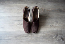 Load image into Gallery viewer, 1930s 1940s shoes . vintage 30s brown suede shoes . size 7.5