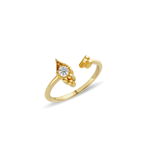 The 14 karat gold sapphire ring features a hand set white sapphire of 0.18 carat. This alluring ring is inspired by the Orient and its shimmering sapphire stone engages the eye.