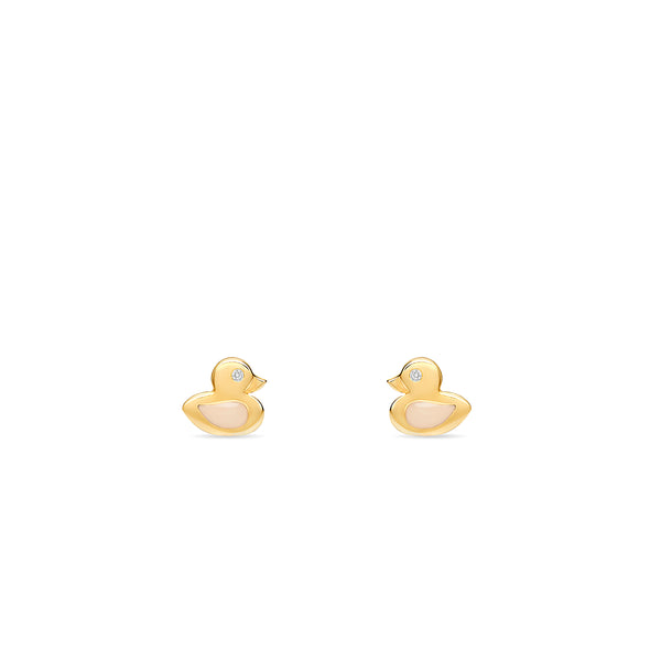 Our duck stud earring in 14 karat gold for girls features enamel hand-painting in rosé and a tiny sparkling diamond.