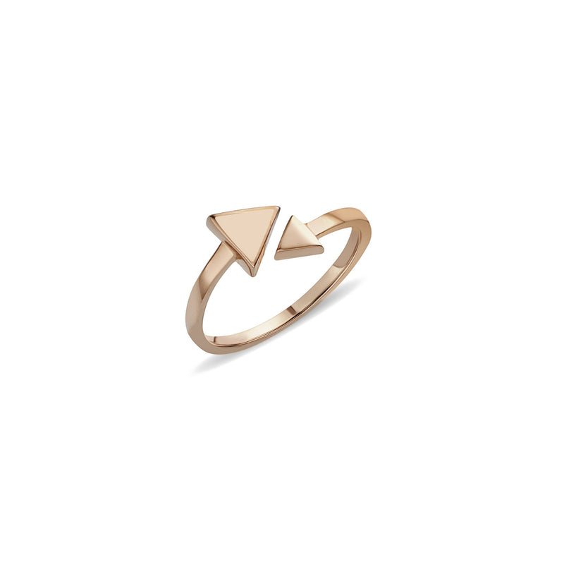 rosegold ring. A charming and expressive gold ring. This 14 karat gold ring is inspired by the arrow symbol. The Arrow Rose Ring features hand-painted enamel in our favourite rose colour.