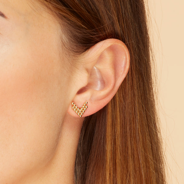 Our dazzling essential! These 14 karat gold earrings feature lined up solid gold balls in V- shape.