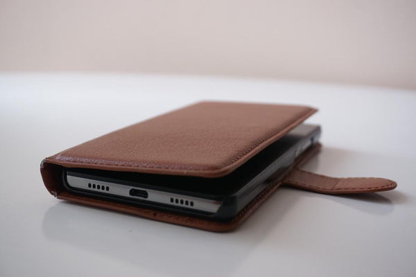 6 Pros and Cons of a Wallet Phone Case | Sahara Case LLC