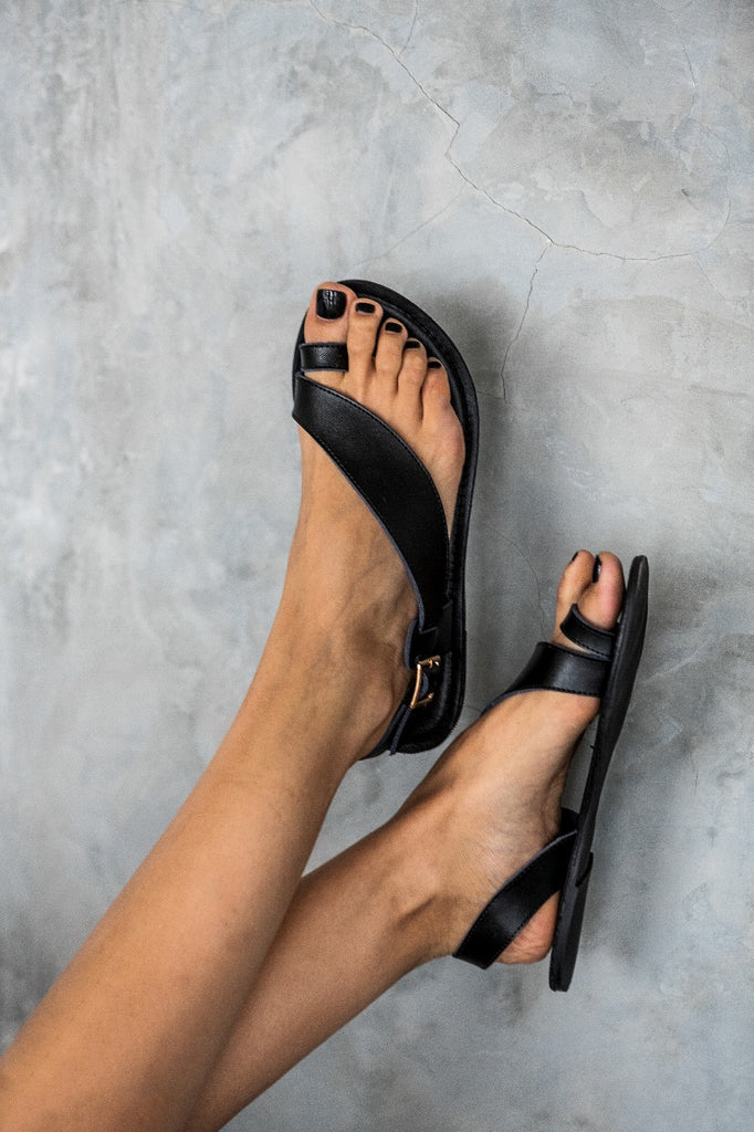 Black 'Naomi' toe post sandal