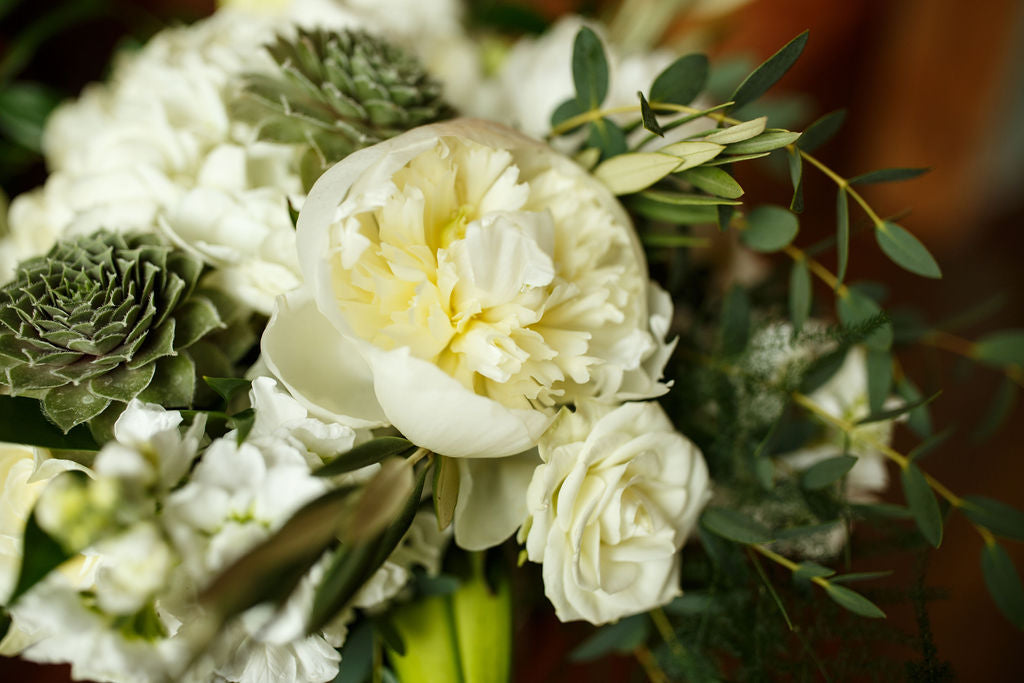 Simple Wedding Inspiration: Whites and Greenery