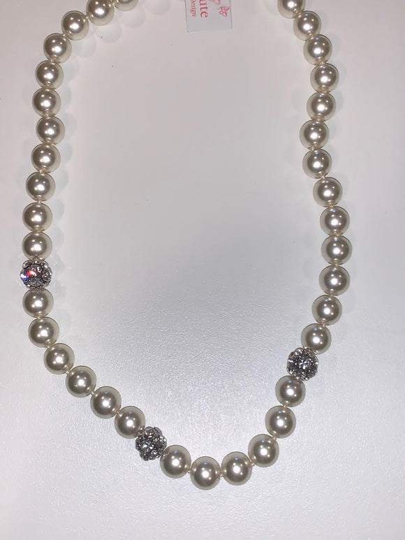 Cream Pearl Necklace with Round Encrusted Crystals