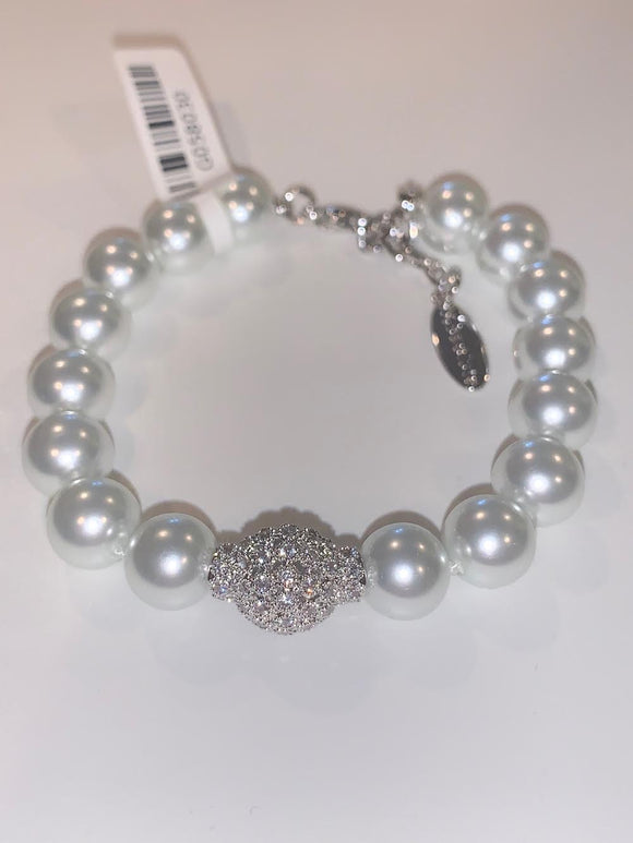 Pearl Bracelet with Encrusted Center