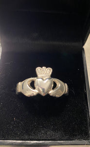 Silver gents claddagh SCL525